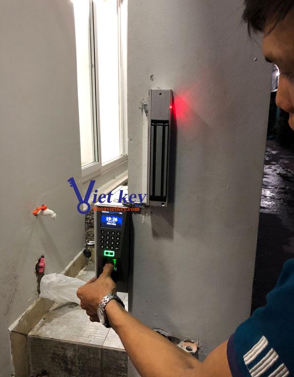 lap đặt hệ thống nam châm điện