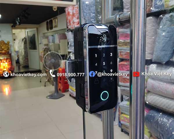 lắp đặt khóa điện tử cho cửa kính quản lý qua điện thoại tại hcm