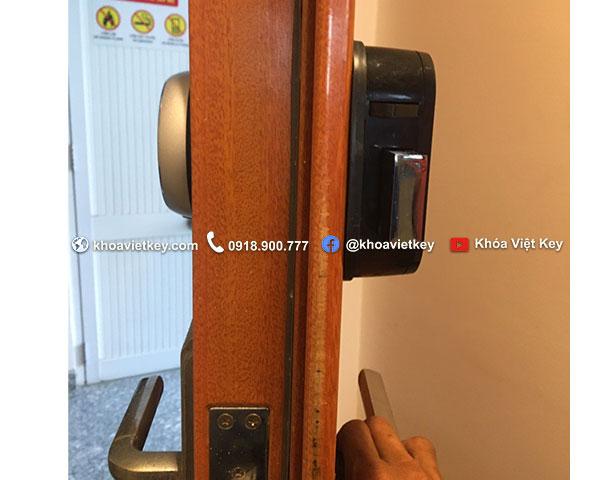 lắp đặt khóa điện tử samsung 705 tại nhà bè