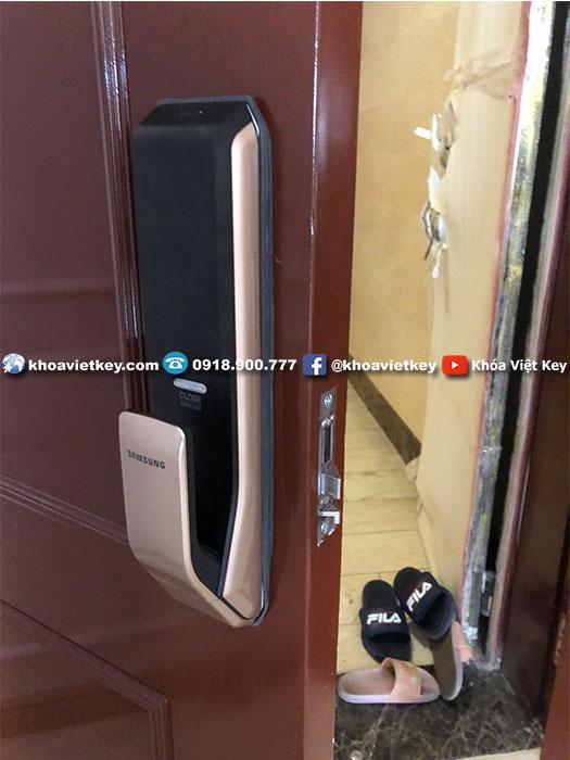 lắp đặt khóa điện tử samsung shp dp728 tại everrich quận 11