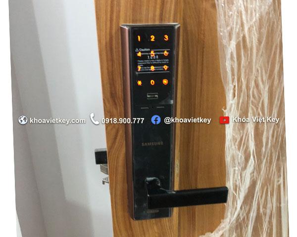 lắp đặt khóa điện tử samsung shp dh537 tại quận phú nhuận
