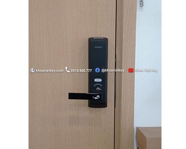 lắp đặt khóa điện tử samsung tại quận 7
