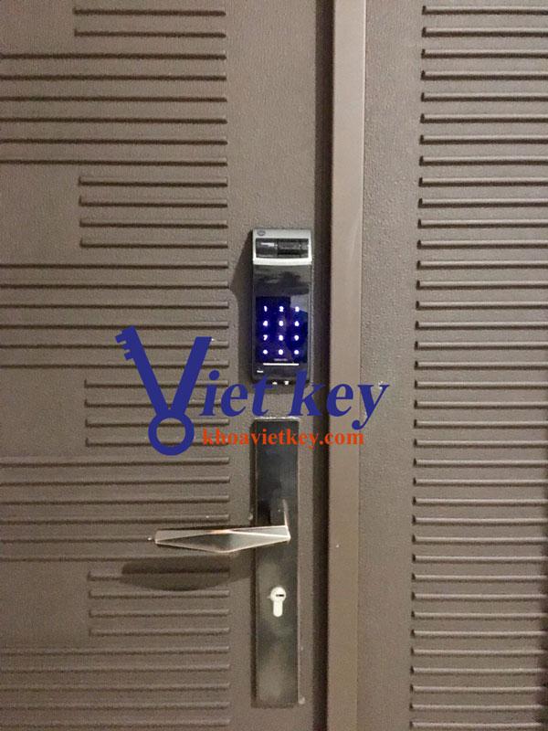 lắp đặt khóa điện tử yale ydr4110+