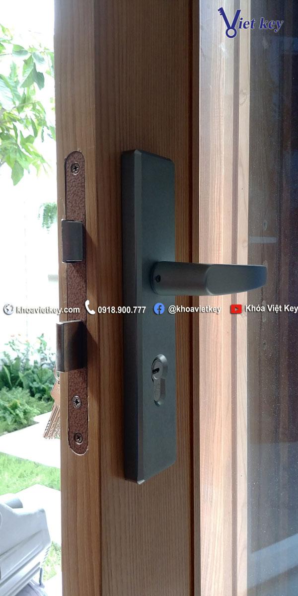lắp đặt khóa tay gạt abus KTL512 tại hcm