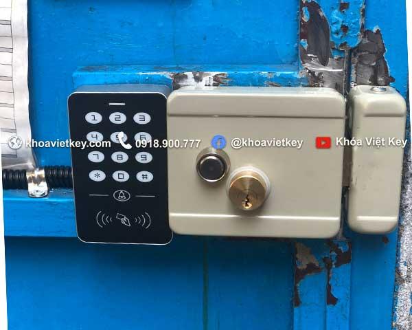 lắp đặt khóa thẻ từ giá rẻ cho cửa cổng nhà trọ tại quận 1 tphcm