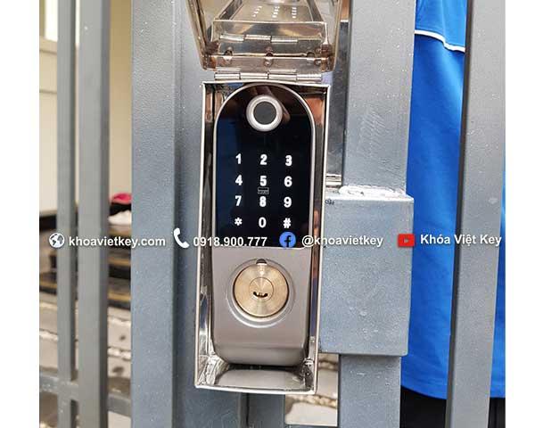 lắp đặt khóa cổng vân tay 2 mặt ngoài trời giá rẻ tại hcm