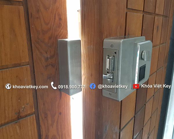 lắp đặt khóa vân tay cho cửa cổng tại hcm
