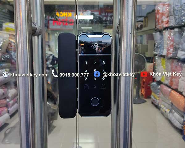 lắp đặt khóa vân tay dùng app điện thoại cho cửa kính tại quận 6 tphcm