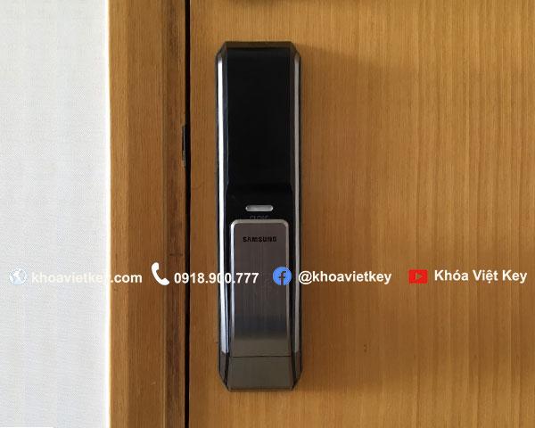ráp khóa cửa điện tử samsung 718
